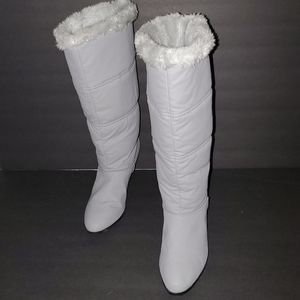 Winter gray faux fur lined womens boots size 8